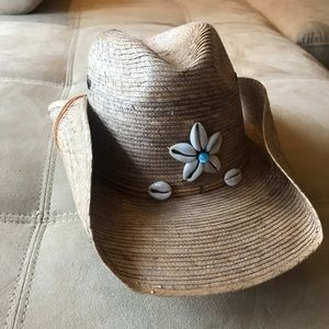 Made in Mexico of: 100% Palm Straw; western hat